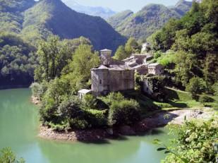 Lago e paesino caratteristico di Isola Santa Italia - Toscana - Lucca - Careggine - Isola Santa